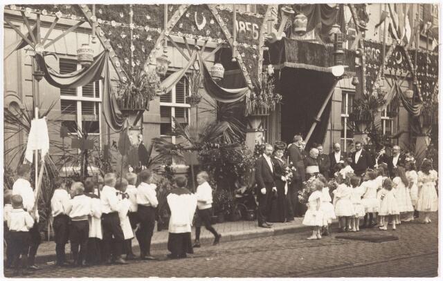 009973 - Gouden priesterfeest pastoor A.D. Smits parochie Heuvel op 17 mei 1906.