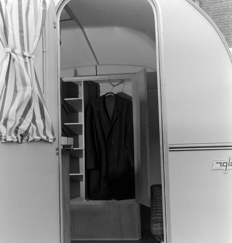 1237_013_064_009 - Caravan. Caravans van firma P.v.Geloven interieur