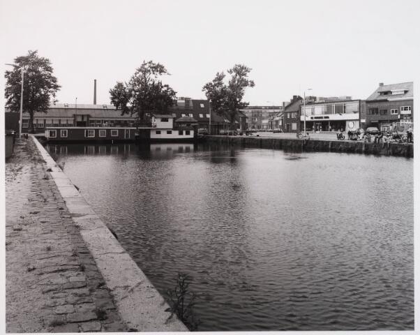 028544 - Piushaven met woonhuizen en bedrijfspanden
