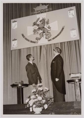 041122 - Vakbeweging. Op 31 augustus 1963 vierde de R.K. Bond Werkmeesters afd. Tilburg het 50-jarig bestaan. 1e een Solemnele H. Mis in de parochiekerk st. Jozef. 2e een feestelijk ontbijt in het parochiehuis aan de Veemarktstraat. 3e herdenkingsbijeenkomst in het Chicago-Theater. 4e Officiële receptie in de zalen van café-restaurant Th. van Broekhoven (Smidspad 42) 5e Feestavonden op 7 t/m 9 september 1963 met uitvoering Operette 'Rumoer in Weinbach'. Foto: rechts de heer Naders.