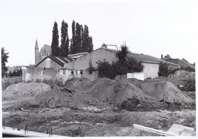 016953 - Terrein waarop vroeger het kasteel van Tilburg heeft gestaan. Links op de achtergrond de Hasseltse kerk