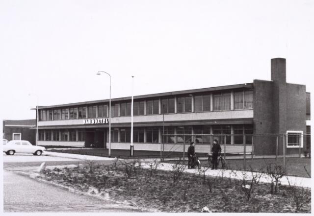 014505 - Pand van de firma Van Boxtel aan de Beelaerts van Bloklandstraat anno 1967.