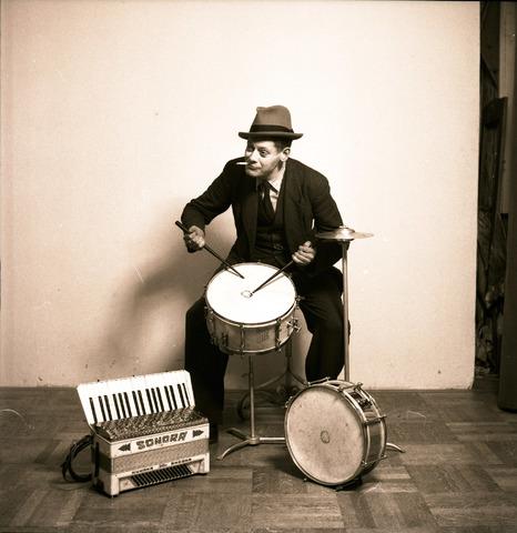 653760 - Louis Albert Schmidlin als muzikant.