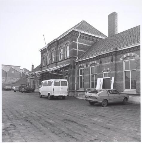 025284 - Het voormalige St. Rochusgesticht aan de Lange Nieuwstraat in december 1979. Het bgebouw werd begin 1982 gesloopt