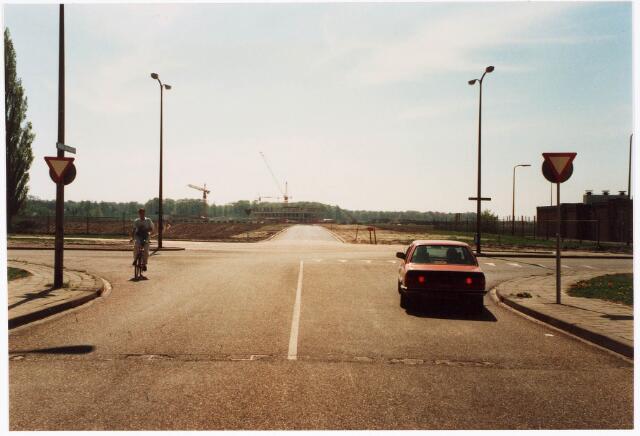 033734 - Overzicht van de Vaartlaan, voorheen Dr. Huub van Doorneweg, gezien vanuit de tunnel Generaal Winkelmansstraat