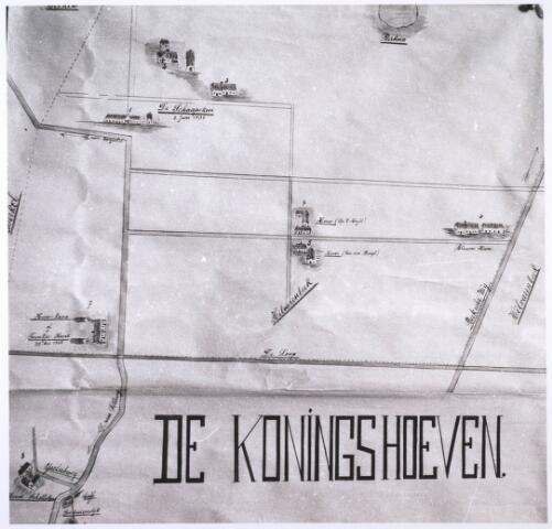 023916 - Kaart. Kaart van De Koningshoeven (1,2,3,4,5,2), koning, koningin,en hun vier kinderen.  Linksonder de IJsclubweg en linksboven de schaapskooi, eigendom van koning Willem II. Op deze plaats staat nu het trappistenklooster. Rechtsboven het grondgebied van Hilvarenbeek.    Voorts 2: Willemshoeve 3: Sophiahoeve 4: Hendrikhoeve 5: Alexanderhoeve 6: Schouwsehoeve(?) 8:Nieuwe Hoeve 9:Hooghuis?10:Driehuizensehoeve.!