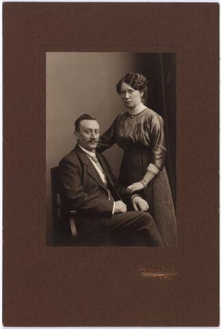 007582 - Henri van de Pas (1875-1914) bakker in de Oude Ster hoek Zomerstraat/Nieuwlandstraat. Hij trouwde te ´s-Hertogenbosch 16 mei 1900 in de St.Jacobkerk Anna A.M. van Vught. Hij overleed aan een nierziekte in 1914. Zijn vrouw hertrouwde een jaar later Eustache Verschuuren. Zij overleed in 1949.