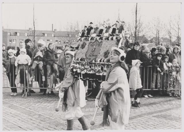 081897 - Rijen. Grote carnavalsoptocht