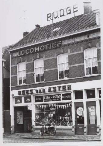 018219 - Rijwielzaak van Kees van Asten in de Emmastraat anno 1965