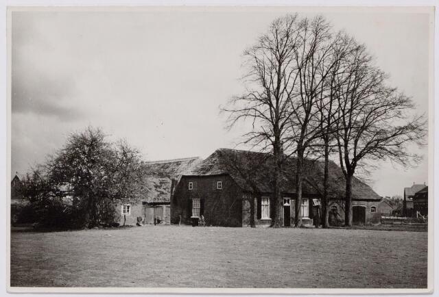 044401 - De Waterhoef, in de 16e eeuw genaamd de Pijlijserhoef naar de bewoners, de familie Pijlijser. De boerderij, een van de voormalige kasteelhoeven werd gesloopt in 1960.