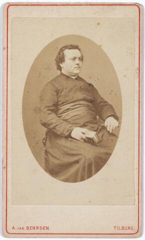 004413 - Martinus van der HAGEN (St. Oedenrode 1826 - Tilburg 1875) was de eerste pastoor van de St. Jozefparochie (Heuvel). Na zijn priesterwijding (1850) was hij 20 jaar kapelaan in Tilburg ('t Heike) en pastoor in Waalwijk (1870). In 1873 werd hij benoemd tot bouwpastoor van de St. Jozef- of Heuvelse kerk, als opvolger van J. van der Lee. Op 1 nov. 1873 werd de kerk plechtig in gebruik genomen.
