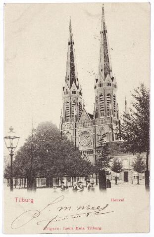 000880 - Heuvel met links een gaslantaarn, vervolgens de lindeboom, de kerk van St. Jozef en de pastorie.