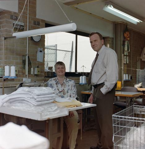 1237_001_017_003 - Portret van medewerkers van de Diensten Centrale aan de Havendijk in maart 1997.
