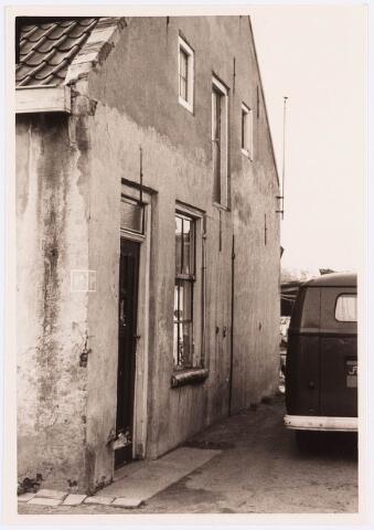 034465 - Lijnse Zijstraat 9a. De Lijnse Zijstraat is -na afbraak van de aangelegen woningen- opgegaan in de Von Weberstraat.