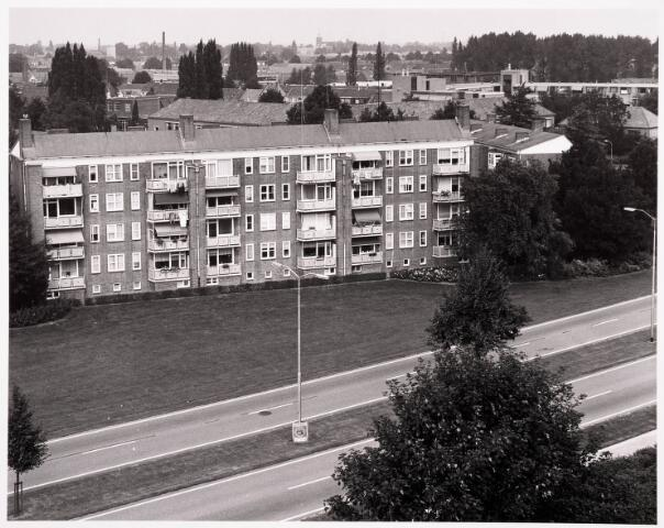 """036513 - Panorama van Tilburg vanaf de L.T.S. """" Leyendael """" aan de Jan Truyenlaan."""