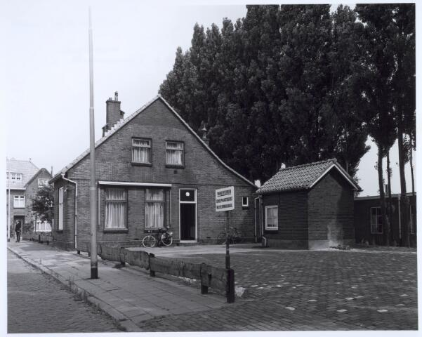 020630 - Brugwachterswoning op de hoek Hoevenseweg - Havendijk