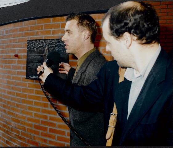 """91254 - Made en Drimmelen. Een (radio) interview tijdens  de officiële opening van het Sociaal Cultureel Centrum """"De Mayboom"""" in Made."""