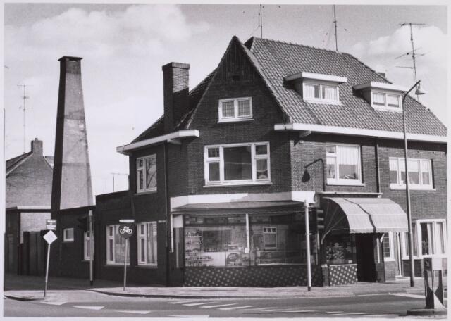 023416 - Winkel-woonhuis van slager Schapendonk op de hoek Julianapark - Ringbaan-Noord