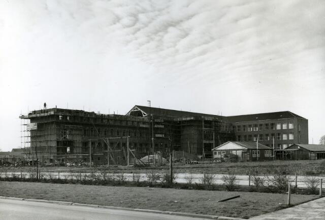 092013 - De SINT PAULUS HBS aan de Wandelboslaan in aanbouw, 1958-1959