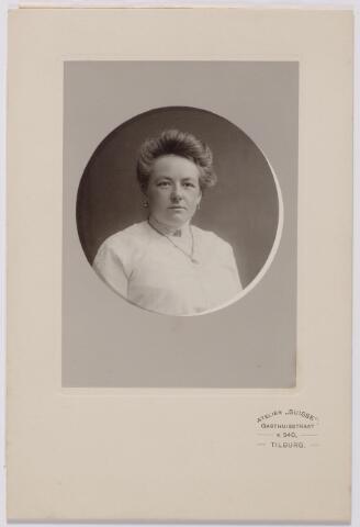 044228 - Maria Joanna Josephina de Beer (1877-1968) gehuwd met Auguste M.J.H.R. de Steenhuyzen Piters.