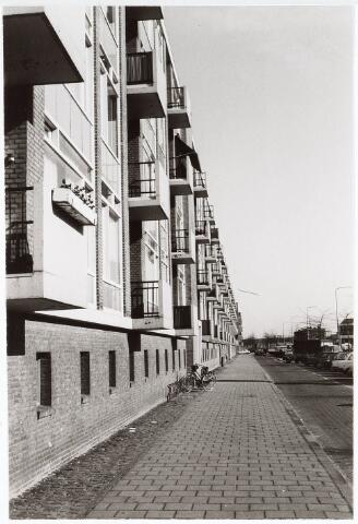 032773 - Vooraanzicht van de flat aan de Statenlaan omstreeks 1975