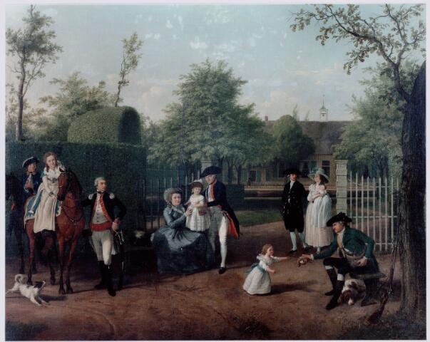 """049538 - Schilderij. In 1763 brachten Gijsbertus Steenbergensis graaf van Hogendorp van Hofwegen en Charles Reij de Carle, gepensioneerd legerkapitein een stuk """"gemeint"""" (gemeenschappelijke woeste grond) in het westen van Tilburg in cultuur. Hun vennootschap eindigde in 1767 toen Reij de Carle eigenaar werd van de onderneming. Hij bouwde ongeveer op de hoek van huidige Reeshofdijk en de Reeshofweg een huis dat aanvankelijk Campen Hoeve of Heihoef heette en later de Reijshof, verbasterd tot Reeshof. Reij de Carle was getrouwd met Eva Burgman, de weduwe van mr. J.F. van Breugel. Op het schilderij de Bossche familie Van Breugel. Derde van links Charles Reij de Carle. Rechts van hem zittend, waarschijnlijk zijn vrouw Eva Burgman. Derde van rechts mr. Caspar van Breugel. Het huis bestond nog in 1813, maar wordt in 1816 niet meer genoemd."""