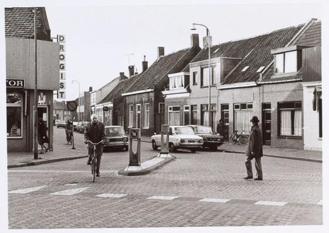 014714 - Kruising Laarstraat (links), Berkdijksestraat (midden) en Korvelplein (rechts)