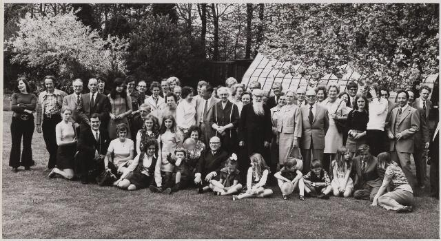 084749 - Broeder Trudo, omringd door familie, 60 jaar kloosterling