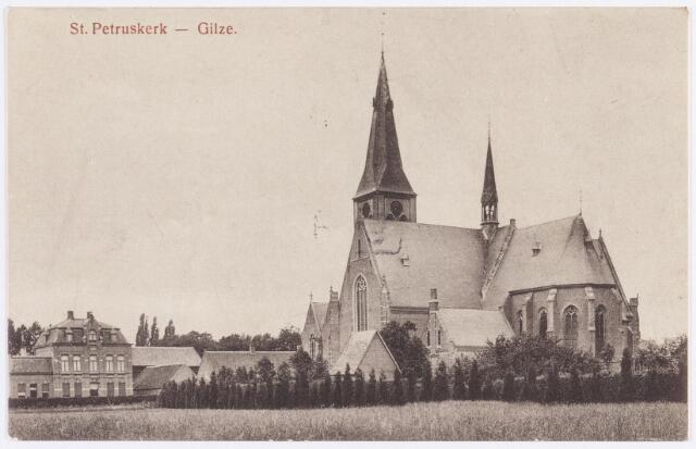 056058 - R.K. St. Petruskerk te Gilze. Deze rooms katholieke kerk van St. Petrus Banden van de achterzijde gezien omstreeks 1920.