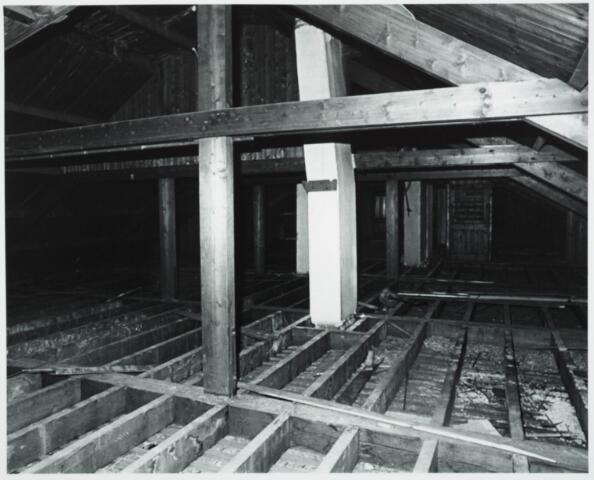 025391 - Interieur van het St. Josephgasthuis aan de Lange Nieuwstraat tijdens de sloop in 1977
