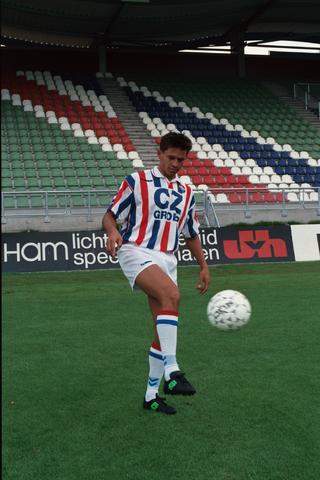 1237_009_668-4_017 - Sport voetbal Willem II, speler 1e elftal seizoen 1993 - 1994 Hans van Arum.