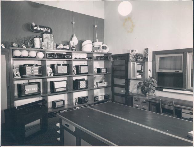 651941 - Volt-zuid. De eerste personeelswinkel van Volt. De winkel was gesitueerd op de gang naast de toenmalige kantine op de eerste verdieping van gebouw B.