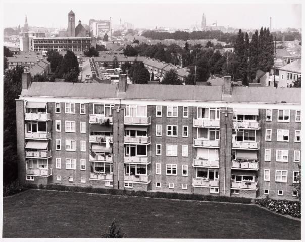 """036514 - Panorama van Tilburg vanaf de L.T.S. """" Leyendael """" aan de Jan Truyenlaan."""