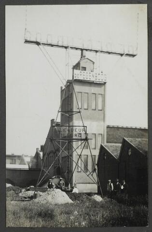 071953 - Gezicht op de watertoren van stoomververij en chemische wasserij de Regenboog aan de Bredaseweg.