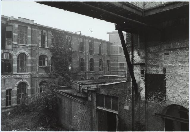024423 - Textiel. Een van de gebouwen van Brouwers Lakenfabrieken. Het fabriekscomplex werd gebouwd vóór 1860 en gesloopt in de tweede helft van 1985