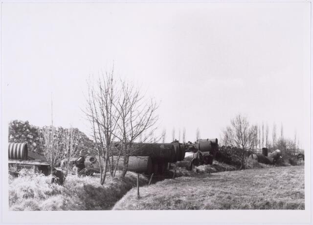 014200 - Opslagplaats van oud ijzerhandel Van Raak aan de Alpenlaan