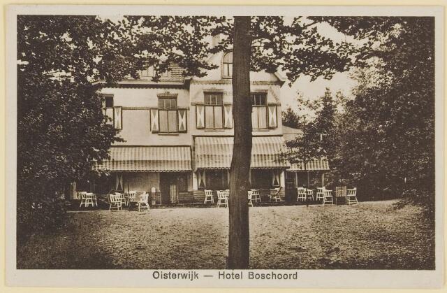"""073731 - Hotel """"Boschoord"""" (voor de uitbreiding) gelegen aan de Gemullehoekenweg."""