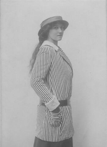 064433 - Maria Wilhelmina van Son-Donders geboren Tilburg 2 december 1898, overleden Tilburg 19 maart 1992