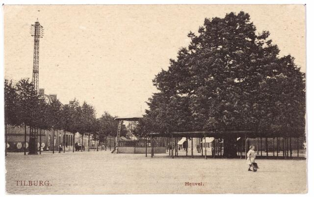 000923 - Zuidoostzijde van de Heuvel met lindeboom en kiosk