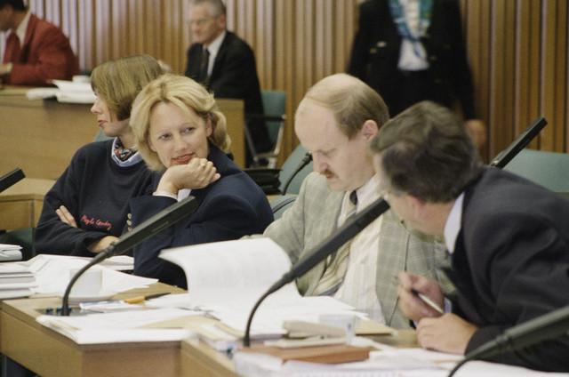 TLB023000976_005 - Begrotingsdebat van de gemeenteraad. Man met stropdas licht pak is Wilbert van Herwijnen.