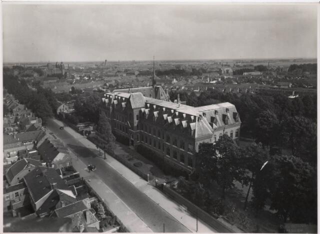 036726 - Panorama van Tilburg vanaf de watertoren (op de voorgrond het missiehuis van de paters van het H. Hart)