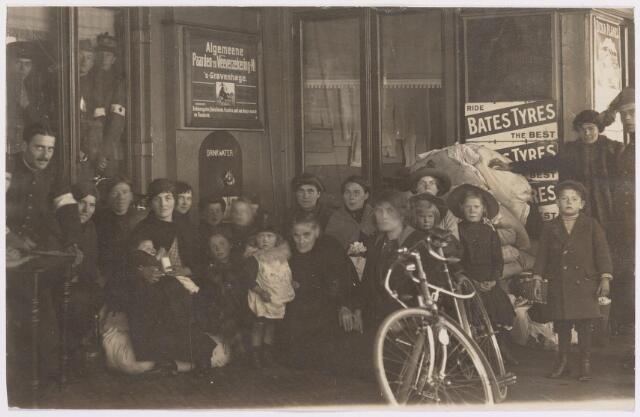 042285 - Eerste Wereldoorlog. Belgische vluchtelingen. Aankomst op het station.