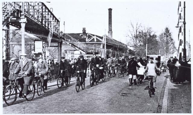 020770 - Spoorwegovergang Heuvel - Koestraat in 1933. Links de voetgangersbrug