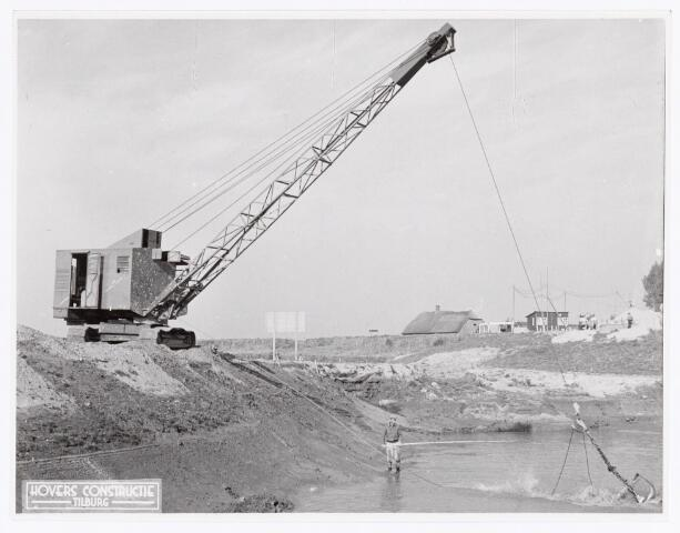 038285 - Dragline fabrikaat Hovers Constructie Tilburg eigendom van Piet Verachtert te Kerkdriel, hier bij werkzaamheden op werk Alphen a.d. Maas.(1951)