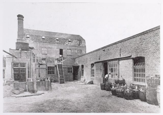 015280 - Chroomlederfabriek De Hinde aan de Bisschop Zwijsenstraat anno 1928. De fabriek werd in 1921 opgericht door de broers A. en H. van Delft en H. van Eerden