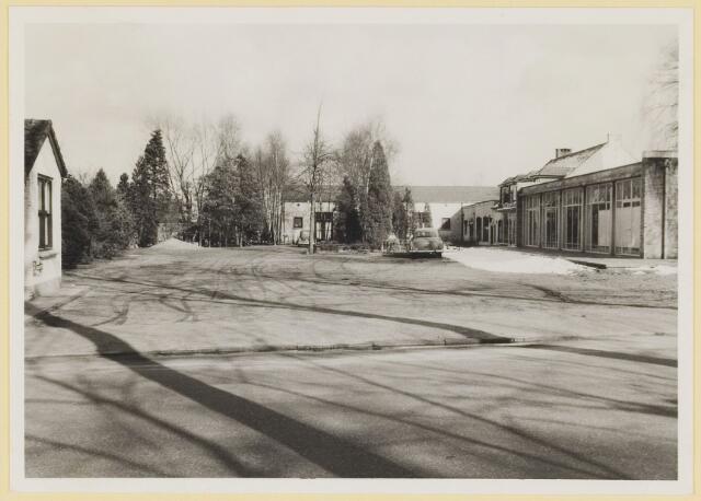 073856 - Gemullenhoekenweg de 'Weijenbergh' toen nog boerderij, alsmede cafe restaurant 'Gemullenhoeken' en de hoek met de Kivietslaan