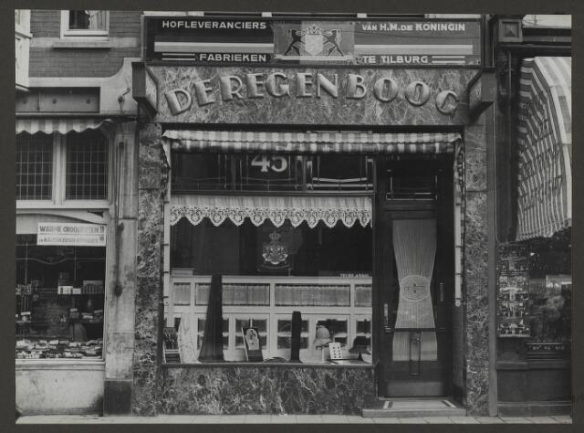 071878 - Het filiaal van stoomververij en chemische Wasserij de Regenboog aan de Vijzelstraat 45 te Amsterdam. De foto is afkomstig uit een album dat werd gemaakt en aangeboden naar aanleiding van het 40-jarig jubileum van textielfabriek De Regenboog van de firma Janssen en Bierens uit Tilburg op 2 december 1930.