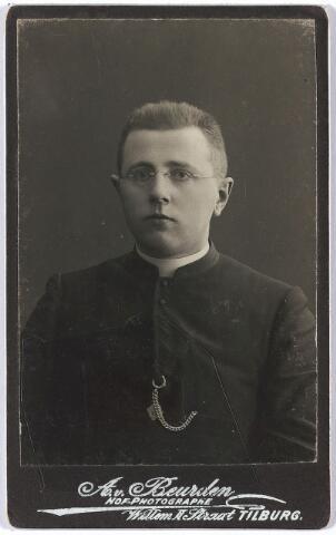 004980 - Antonius Alphonsus de KORT (Tilburg 1882-1937), geestelijke, zoon van echtpaar de Kort-Van Riel.