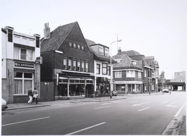 024637 - Westzijde van het Korvelplein met links de Quinten Matsijsstraat en iets verderop de Diepenstraat