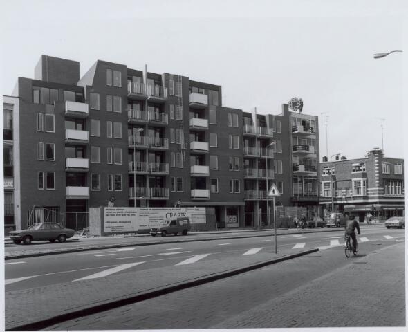 021103 - Woningcomplex aan de westzijde van de Heuvel halverwege 1982
